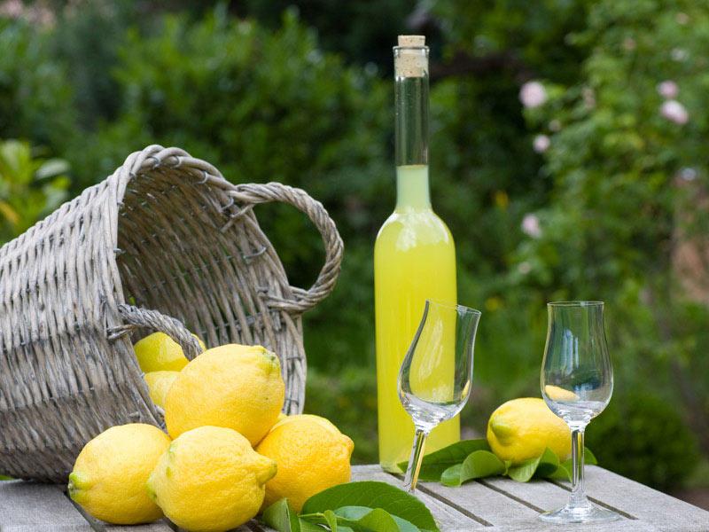 Risultati immagini per limoncello amalfitano